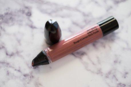 Squeezable liquid lipstick